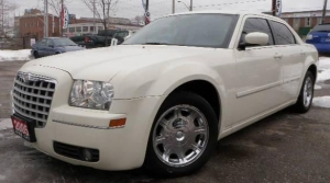 2005-Chrysler-300-802072-1-sm